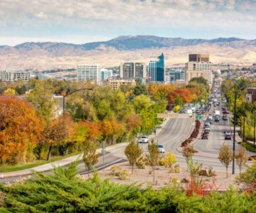 skyline of boise idaho in the fall